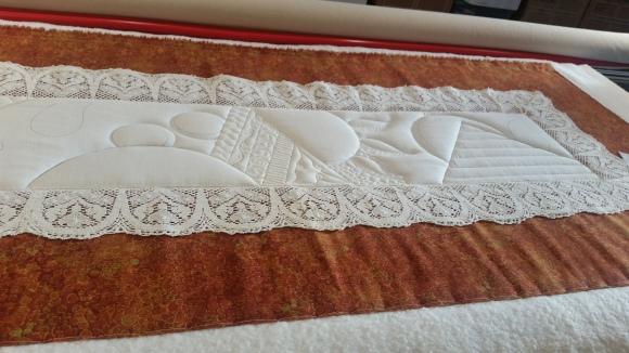 lace tablerunner 3